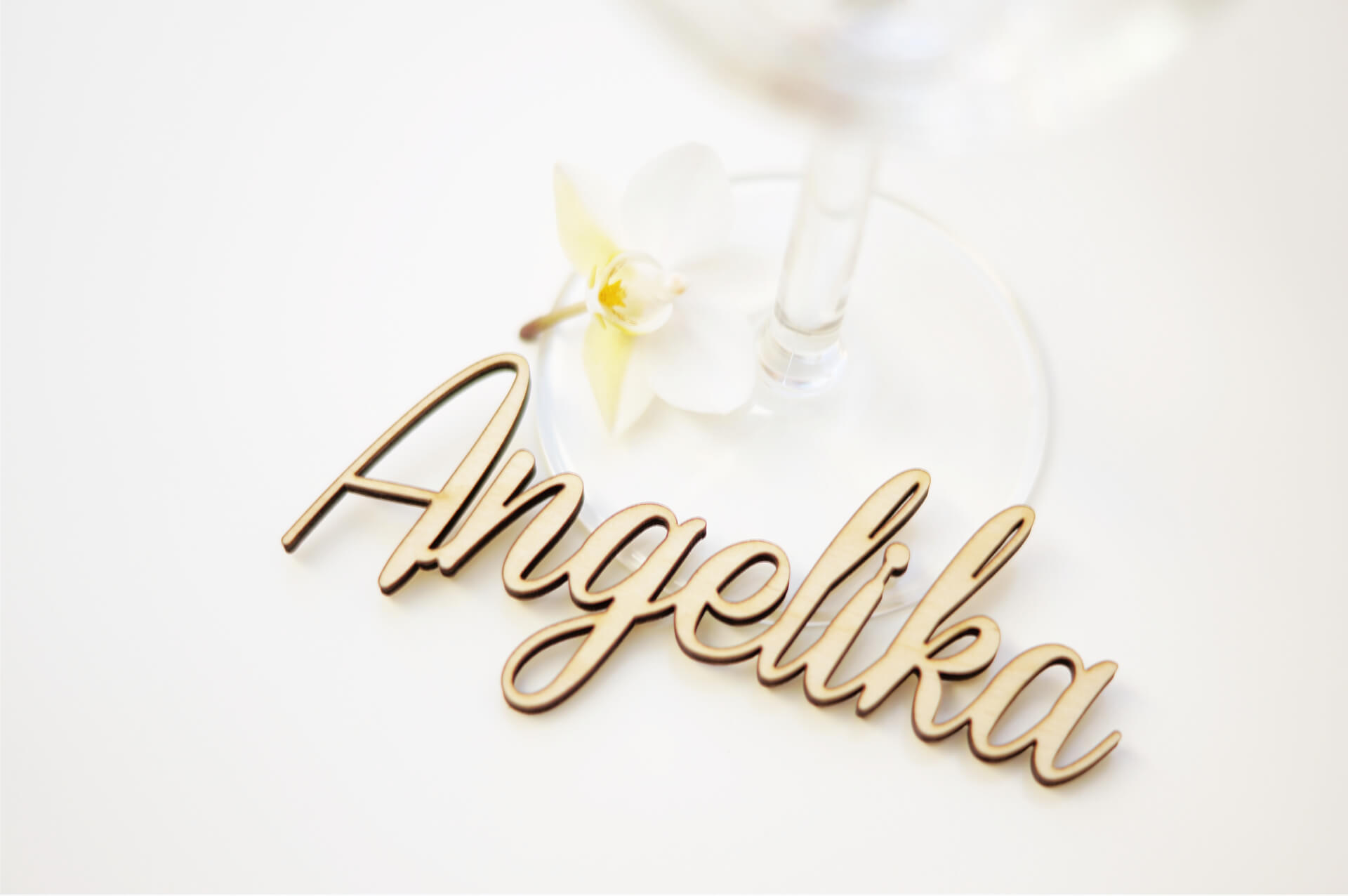1-Namensschriftzug-Tischkarte-Holz-Hochzeit
