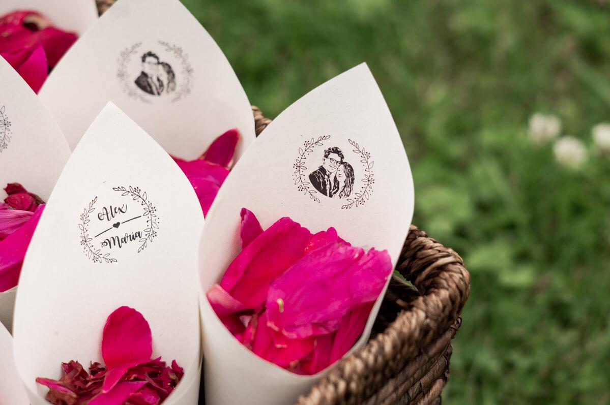 T-te-f-r-Streublumen-DIY-Hochzeit-mit-Hochzeitslogo-Stempel