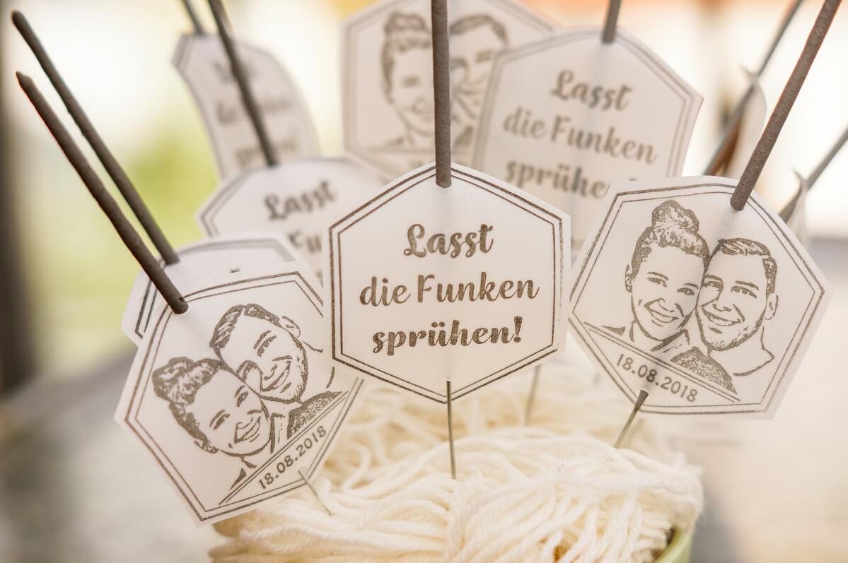 personalisierter-Stempel-Wunderkerzen-Hochzeit-selbermachen-DIY-12-von-19