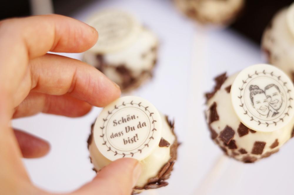 Foto-Cake-Pops-Schokoaufleger-bedruckt-Fotopralinen-Anleitung-Hochzeit-Candy-BarNRTi0GcfAcwO4